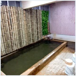 加賀屋 ヒノキ風呂.jpg
